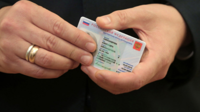Rusia planea sustituir los pasaportes de papel por tarjetas de plástico con chip electrónico