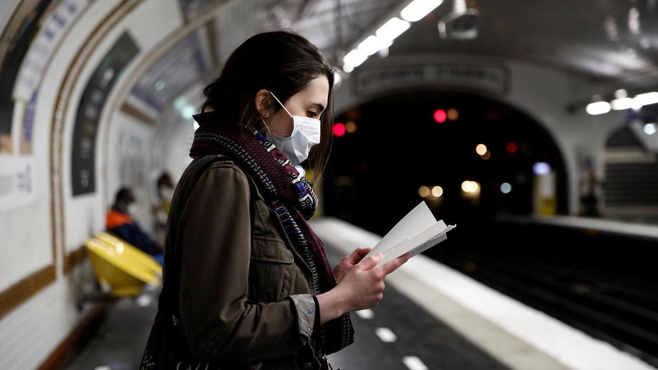 Metro de París usa reconocimiento facial para detectar mascarillas